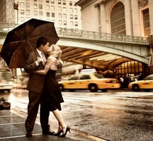 Couple-kiss-grand-central